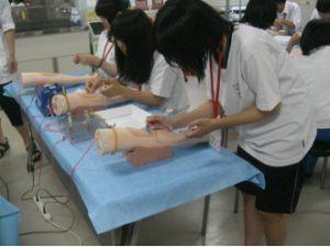 徳島大学医学部における体験授業の開催