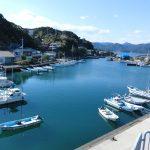 漁港と漁船の画像