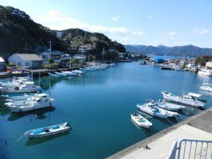 漁港と漁船