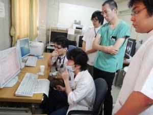 病棟にて研修医指導の実演2
