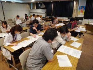 教育的カンファレンス徳島赤十字病院の後期研修医と徳島県立中央病院の初期研修医のペアで検討中
