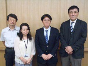 最後に記念撮影!(右から:谷副センター長、岡田先生、豊田専任医師、寺嶋副センター長)