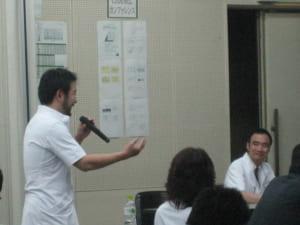 質問する大村先生(左)と座長の住友先生(右)